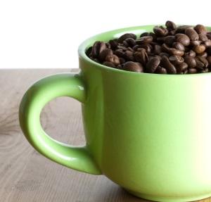 Κούπα με σπόρους πράσινου καφέ.