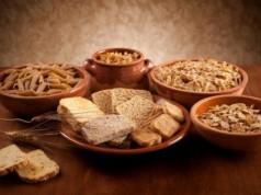 Τα 10 καλύτερα τρόφιμα πλούσια σε υδατάνθρακες που βοηθούν στο αδυνάτισμα